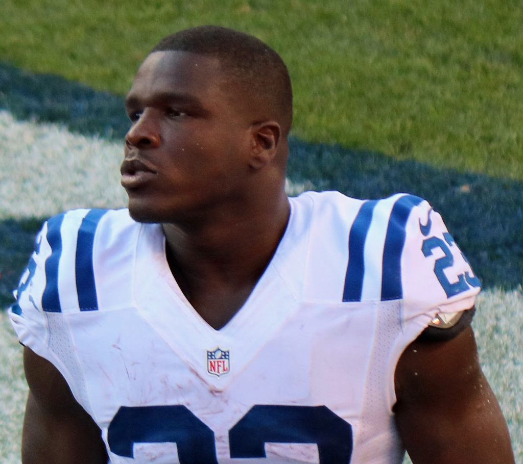 Frank Gore in game in 2016